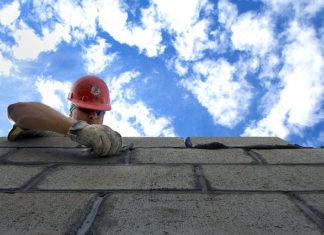Jak prawidłowo murować ściany z betonu komórkowego?