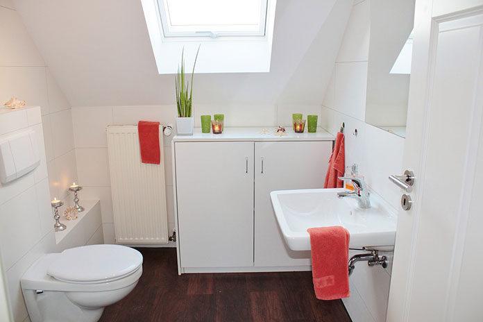 Mała łazienka – wanna czy prysznic?